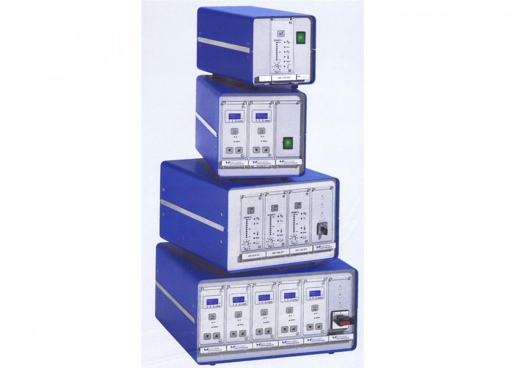 Générateurs à ultrasons comprenant un ou plusieurs modules.